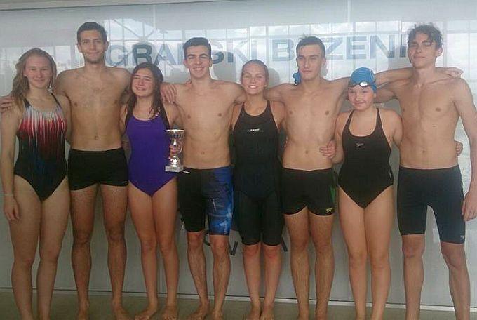 Brodskim plivačicama i plivačima u štafeti na 400 metara zlatna medalja