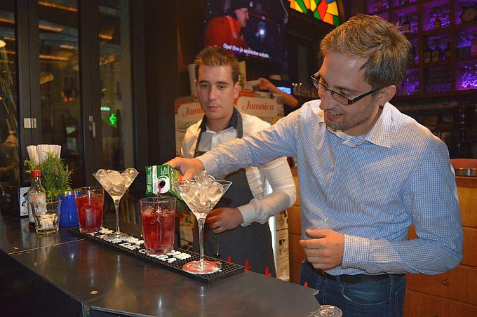 U Navigatoru su majstori svoga zanata pokazali gostima i članovima PPS- kako se pripremaju svjetski poznati kokteli