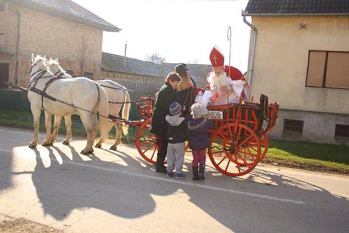 U Kobašu sv. Nikola i Krampusi u pratnji šest konjanika