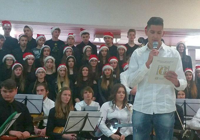 Gimnazijalci i ove godine pripremili Božićnu priredbu