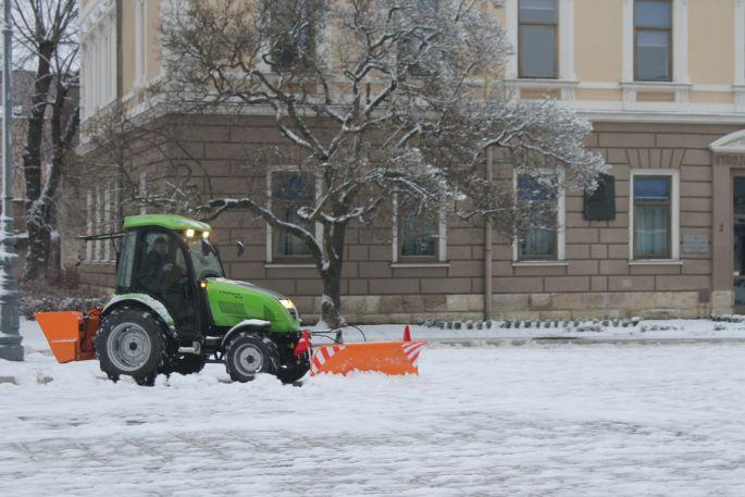 Snježni pokrivač u gradu je osam centimetara, prilagodite vožnju uvjetima koji vladaju na kolnicima