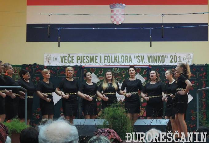Za Vinkovo, Večer pjesme i folklora i zajedničko druženje uz slaninu i kobasicu, vino i rakiju