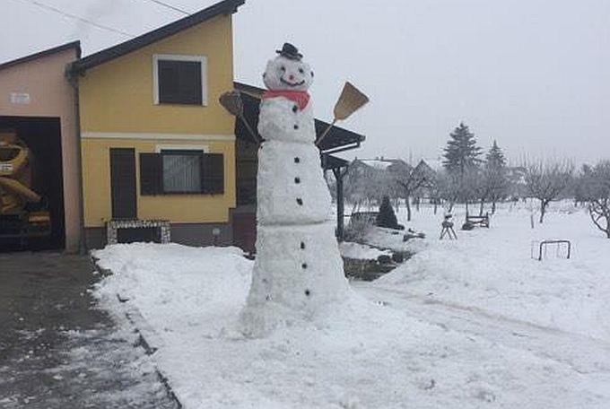 Hladna noć i dnevna temperatura oko nule, najveći snjegović je siguran