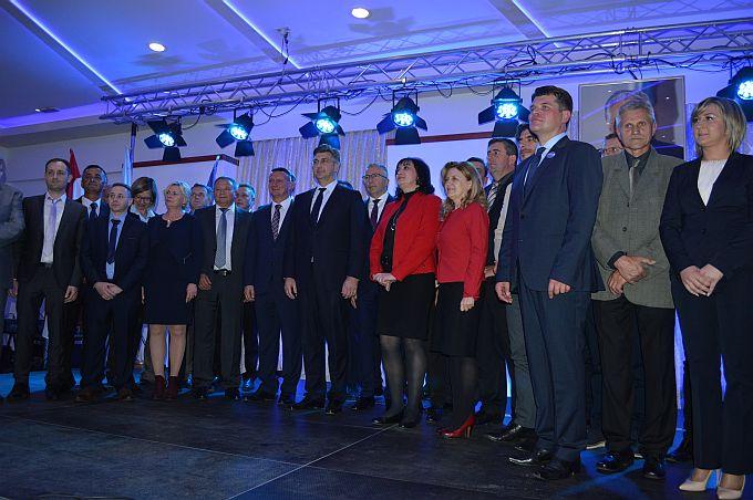 """HDZ-ova """"vojska"""" spremna je za lokalne izbore, predstavljeni kandidati za 26 općina, gradove i županiju"""