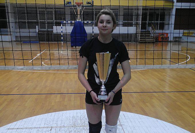 Marina Đaković s odbojkaškom U18 reprezentacijom osvojila broncu, osvojeni pehar ponijela u svoj grad i klub