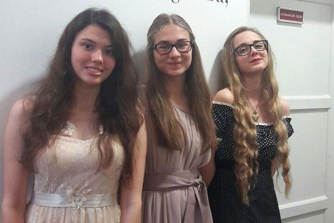Tri pjevačice, Lana, Sandra i Karla, predstavile brodsku Glazbenu školu