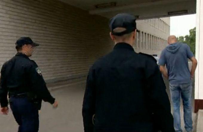 25-godišnjaka se sumnjiči da je provalio u  trgovački centar u gradu