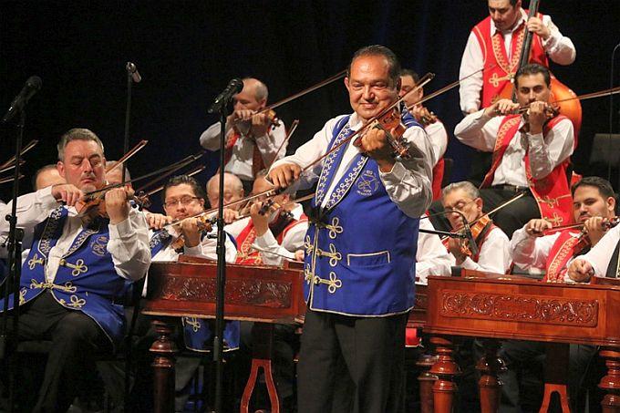 "Koncertom mađarskog ciganskog simfonijskog orkestra ""100  violina""  otvoreno 28. Brodsko glazbeno ljeto"