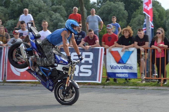 Na današnjem Moto stunt showu u Slavonskom Brodu akrobacije koje ostavljaju bez daha