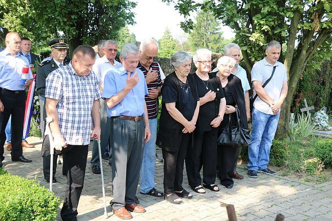 Polaganjem vijenaca i paljenjem svijeća obilježen Dan državnosti Republike Hrvatske