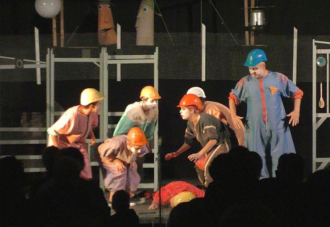 """Predstava """"Pobuna u kokošinjcu"""" poručila publici, trava je uvijek jednako zelena bili u Slavonskom Brodu ili Travniku"""