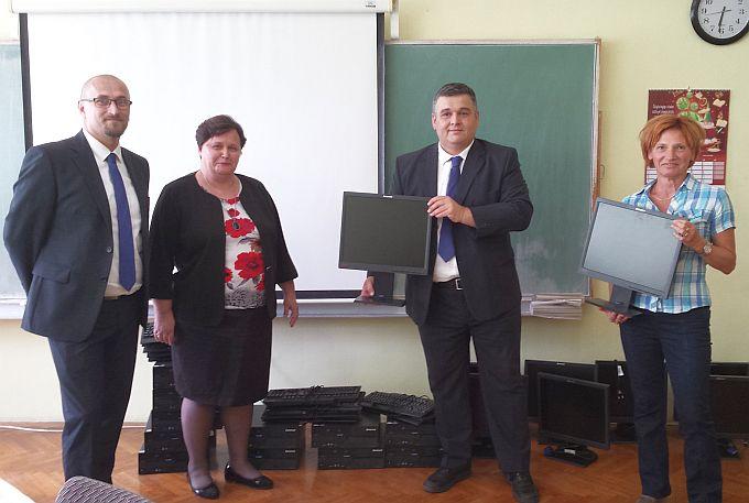 Stara računala su prošlost, stigla hvale vrijedna donacija u OŠ Antuna Mihanovića