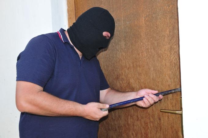 39-godišnjak provalio u obiteljsku kuću i ukrao novac