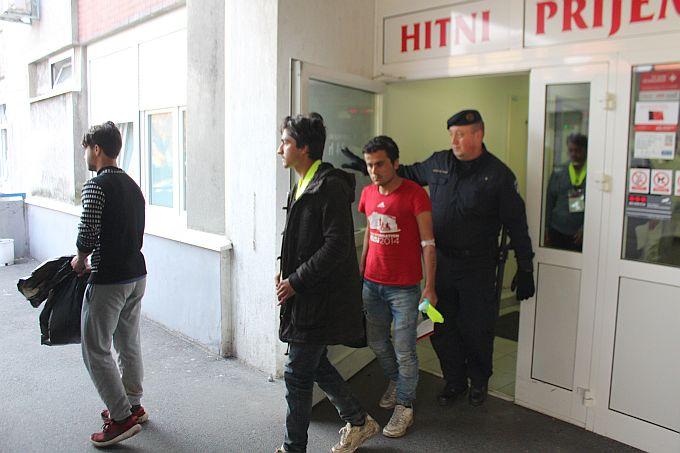 Migranti iz slavonskobrodske bolnice prevezeni su na daljnju obradu u policijsku postaju