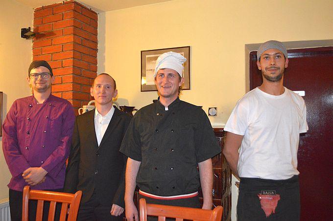 Novi sjaj konobi Brešić vraćaju mladi ljudi, Mario i kuhari Gašper, Gordan i Petar
