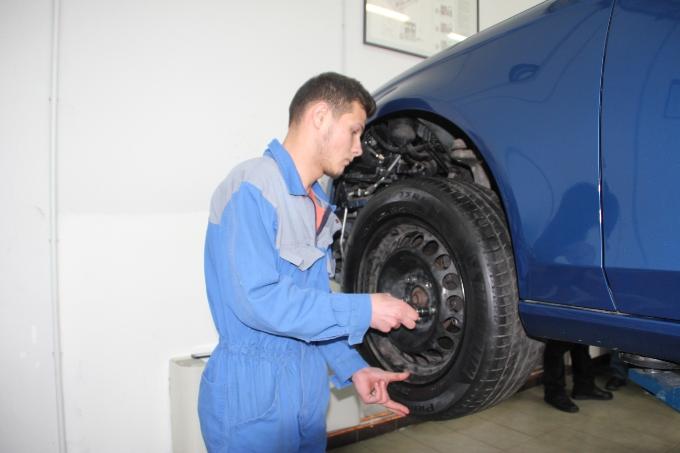 Vozači oprez - od 15. studenog do 15. travnja obavezna zimska oprema na pojedinim cestama i autocestama u Hrvatskoj