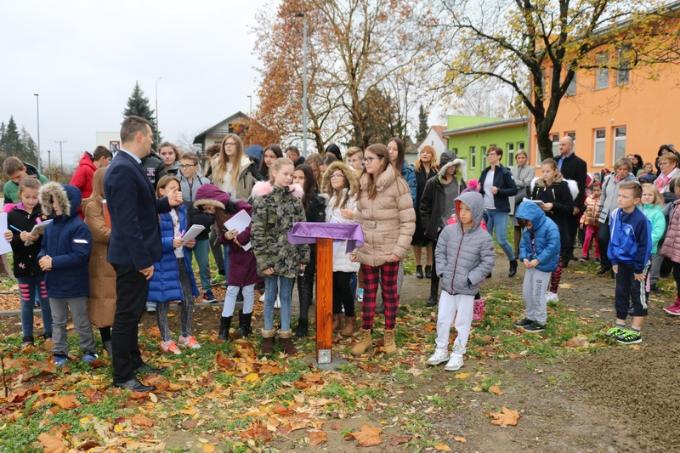 """Otvoren edukativni interaktivni park u OŠ """"Đuro Pilar"""" u okviru projekta """"Zajedno za školski park"""""""