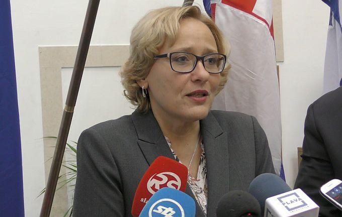 Lora Vidović: Žitelji Brodsko- posavske županije imaju najmanje plaće i mirovine, i to ih čini izuzetno ranjivima pogotovo kada govorimo o kontekstu siromaštva