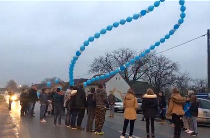 Djeca Bukovlja i Vranovaca, sjećanje na grad heroj, Vukovar, obilježila puštanjem balona u obliku krunice