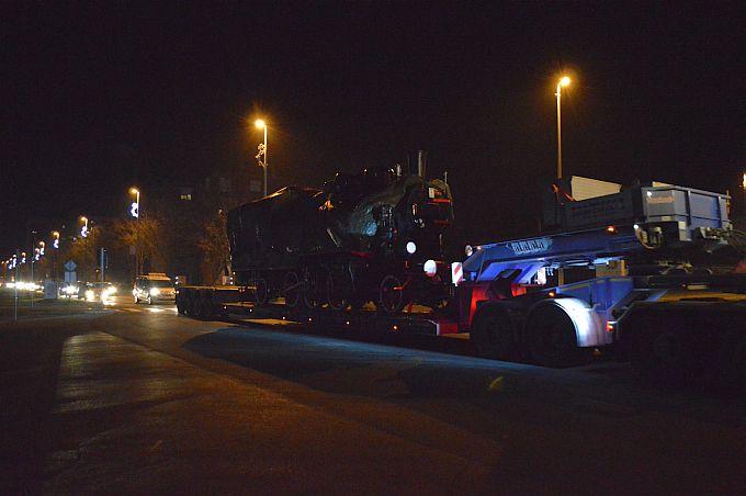 Grdosija teška 45 tona večeras je ulicama grada prevezena do svoje konačne destinacije