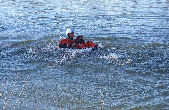 Vježba spašavanja u vodi i u sred prosinca  za HGSS-ovce Stanice Slavonski Brod
