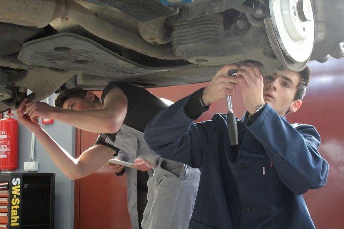 Popravci vozila koji nisu u jamstvu, ne moraju se obavljati kod ovlaštenih servisa