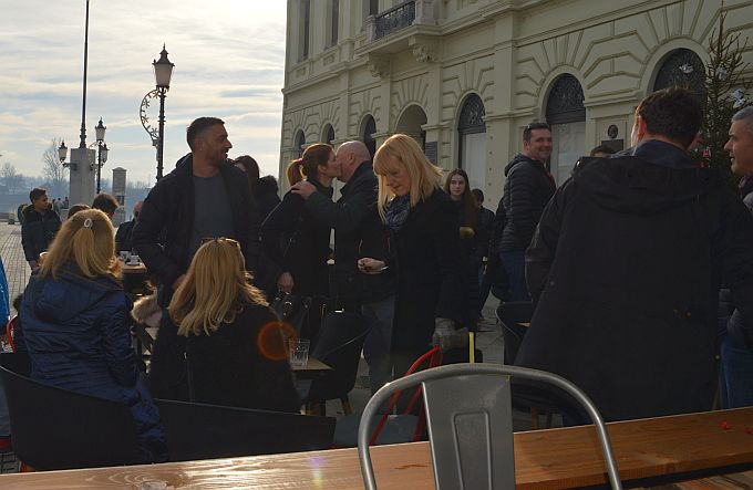 Brođani se uvijek vraćaju svome Korzu, tako je bilo i danas, kava s prijateljima na blagdan sv. Stjepana