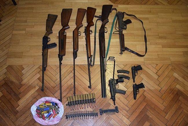 Gospođa je imala zavidan arsenal oružja i streljiva, sve je predala policiji