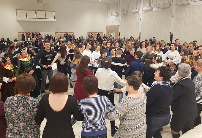 Veselo Vinkovo uz dvanaesti Vinobus Radio Slavonije