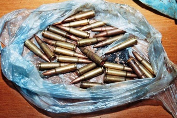 Predana veća količina streljiva i ručna bomba