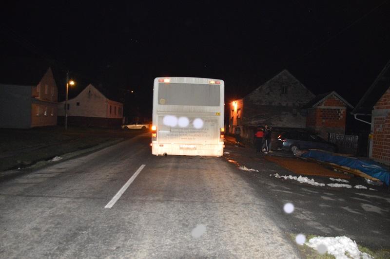 Teško ozlijeđena mlađa ženska osoba, autobus joj prešao preko noge