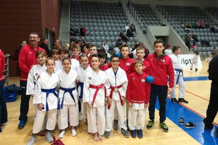 Čak 18 odličja Karate kluba Slavonski Brod
