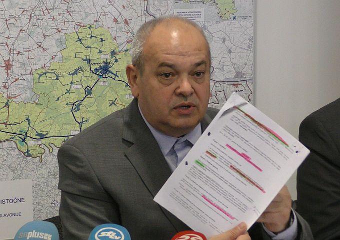 Mirko Duspara uvodi red među HDZ-ovce, do sada je bilo tko ima jače HDZ-ovce, njemu vodocrpilište u Sikirevcima, no on kaže: Vodocrpilište treba pripasti Vodovodu i Gradu