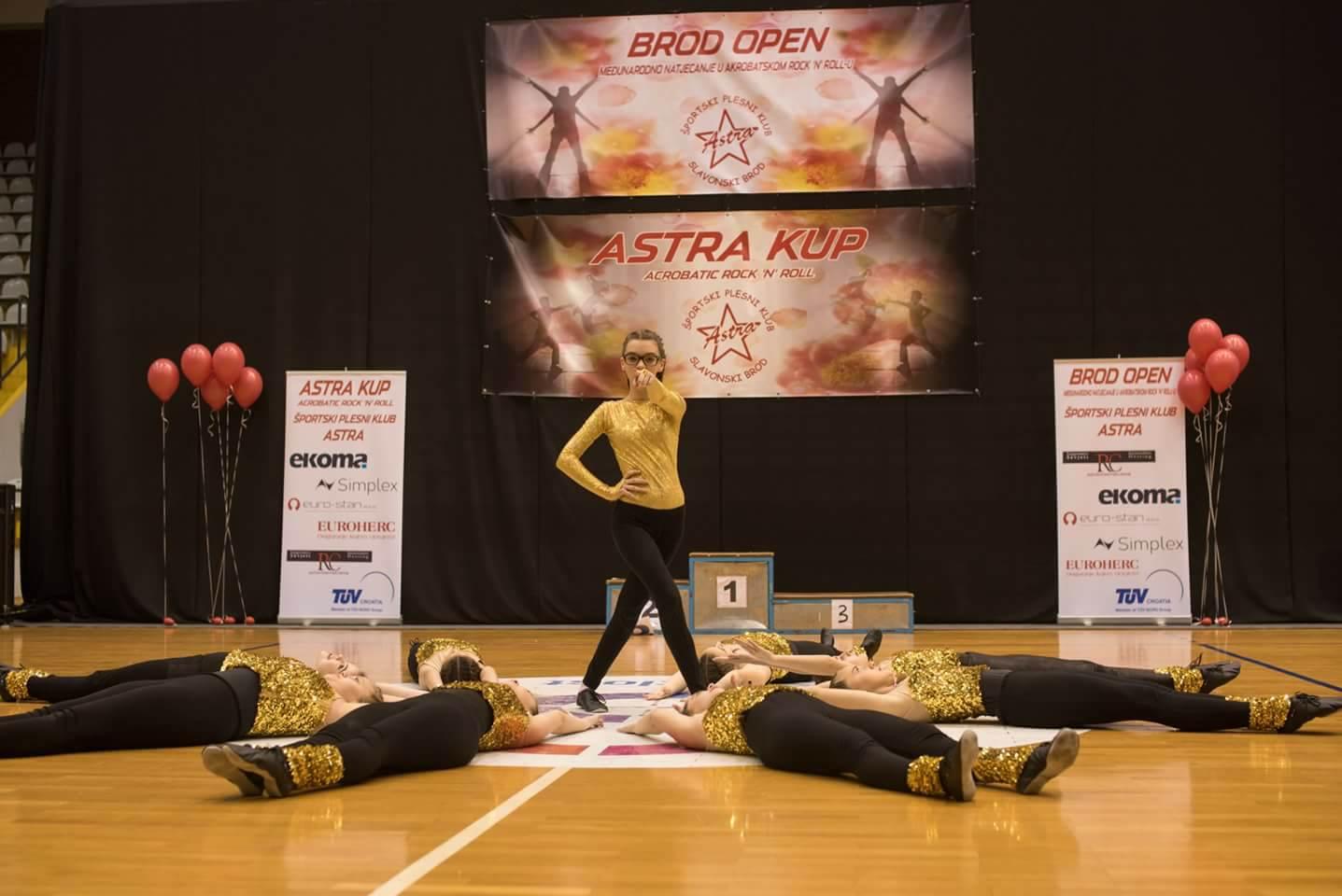 Rasplesani Slavonski Brod, čak 750 plesača okupilo se međunarodnom natjecanju u akrobatskom rock'n'roll-u i I. Astra kupu