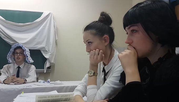 Brodski srednjoškolci u filmu o ženi koja se zbog povrede javnog morala i ćudoređa našla pred društvenom osudom