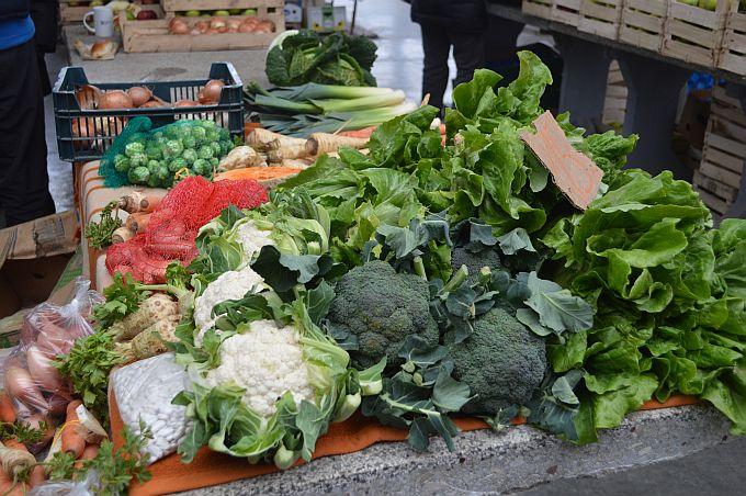 Što nam je na stolu, trujemo li se? Evo koliko pesticida ima u hrani na hrvatskom tržištu, veliki problem je i 'crna' poljoprivreda