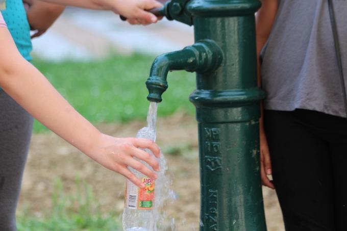 Zabrinjavajući rezultati istraživanja: U vodećim markama flaširane vode pronađene čestice plastike