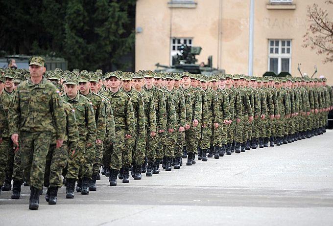 Izmjene zakona o vojsci: Vojnicima vraćaju prekovremene i terenski rad