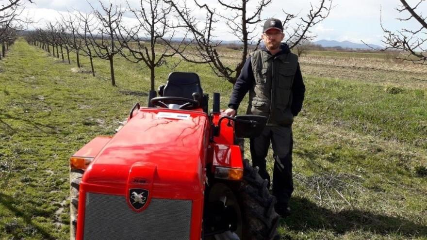 Nakon posla, Mladen Petrović iz Brodskog Varoša žuri u svoj voćnjak