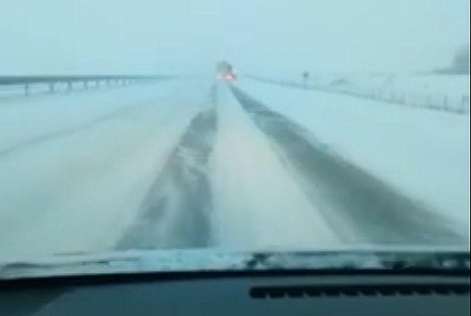 HAK upozorava: Ne krećite na put prema Dalmaciji, snijeg i orkanski vjetar izazvali kaos na cestama