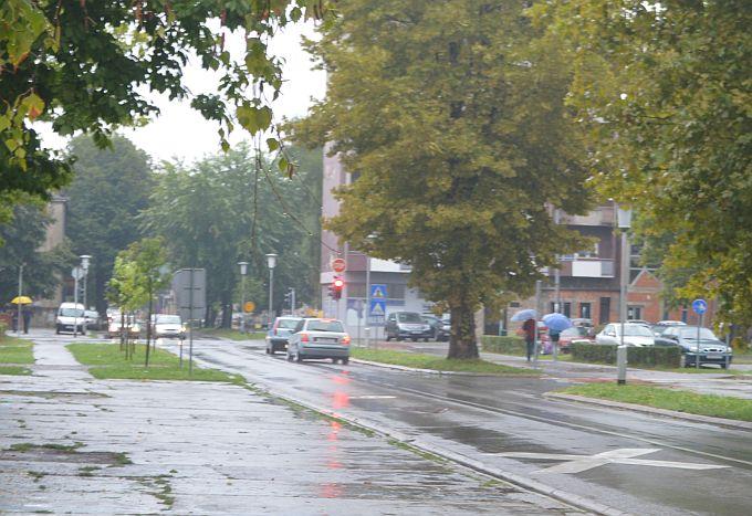 Temperatura je 13 stupnjeva, kolnici su jutros mokri, kiša će nas pratiti cijeli dan