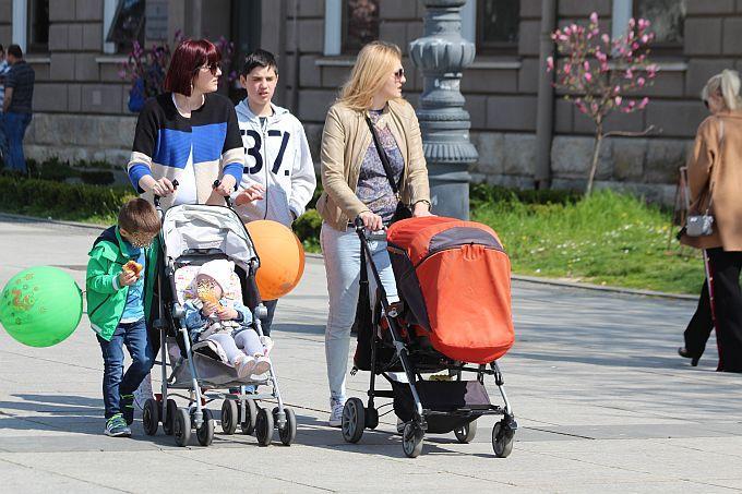 Dragi roditelji, ministrica najavljuje kako će se pravo na dječji doplatak od 1. srpnja proširiti na 94.000 djece