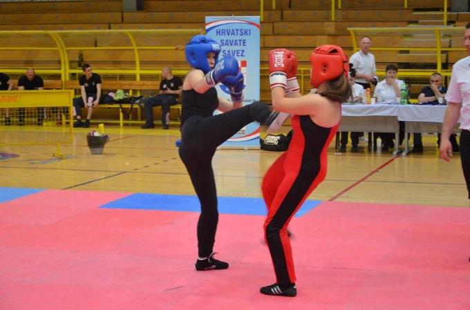 Na prvenstvu u savateu za juniore i seniore, sedmero Brođana osvojilo odličja