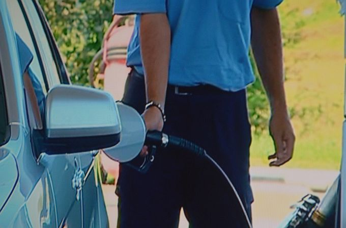 Što se događa s cijenama benzina i dizela? Hrvati gorivo toče u Mađarskoj, Austriji i BiH