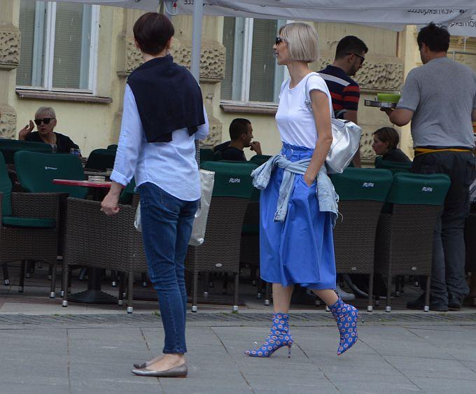 Modna kombinacija uz čizmice koje savršeno prate liniju noge i stopala