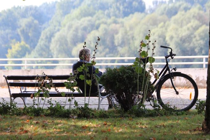 Sve više penzionera zbog potomaka na prosjačkom štapu: bake i djedovi unucima moraju plaćati alimentaciju