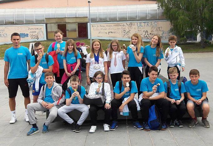 Mladi brodski plivači u Vinkovcima na 4.međunarodnom plivačkom natjecanju