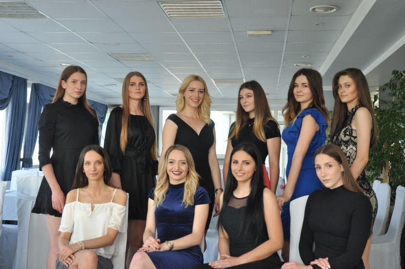 Jedna od ljepotica s fotografije bit će u subotu izabrana za Miss Brodsko- posavske županije