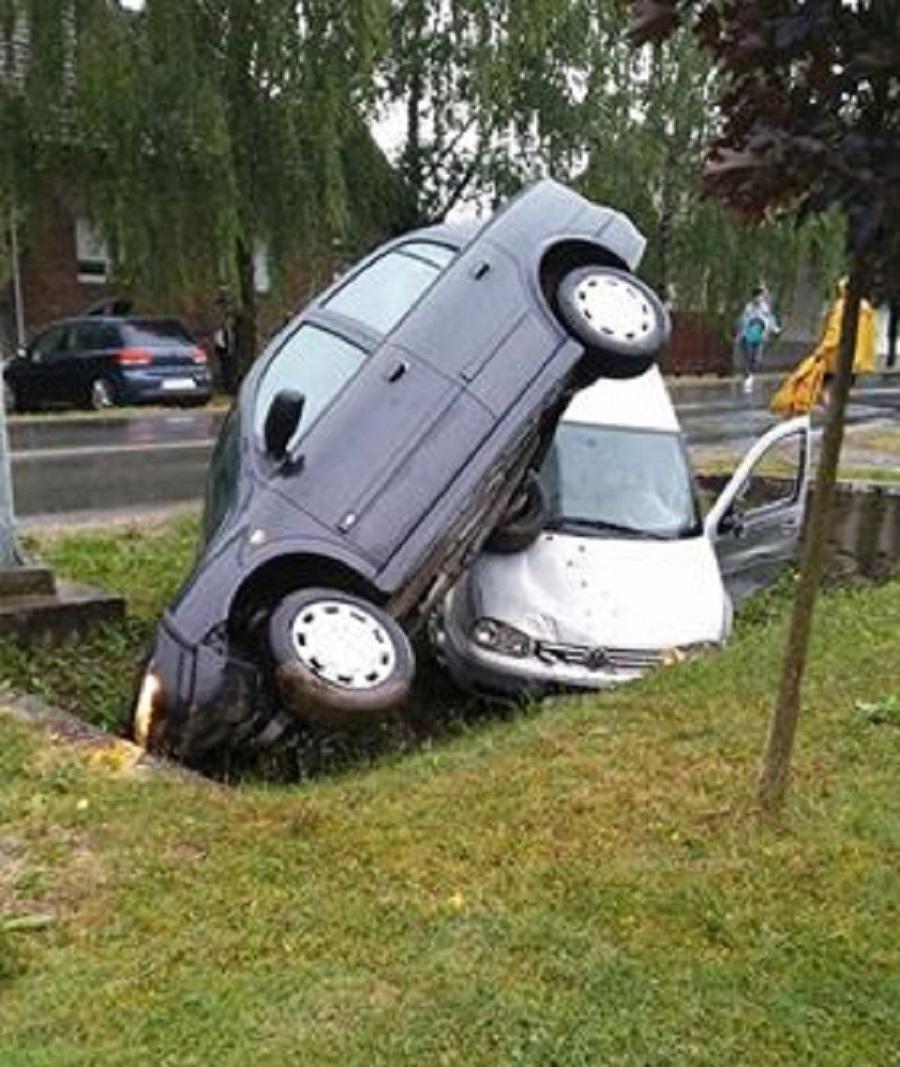 Prometna u Brodskom Stupniku, izgleda ružno, ali vozač prošao s lakšim ozljedam