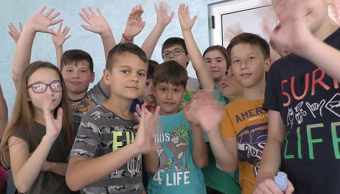Mali Brođani ove godine uživaju u ljetnom kampu, kažu našli su nove prijatelje, druže se i nisu za kompom